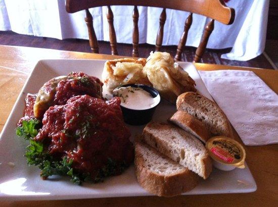 Wilno Tavern Restaurant: Cabbage Roll & Pierogy Platter
