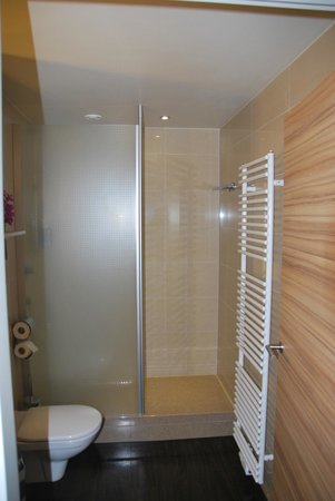 Star Inn Hotel Salzburg Gablerbrau: Badezimmer