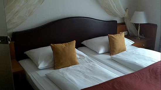Austria Classic Hotel Wien: large and comfortable bed