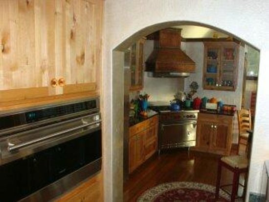 Whitefish TLC Bed and Breakfast Inn: TLC  Wolf  oven