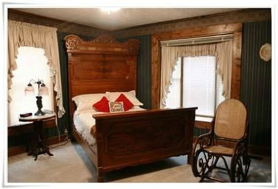 Falcon Manor Bed and Breakfast : Cottage Suite Green Room