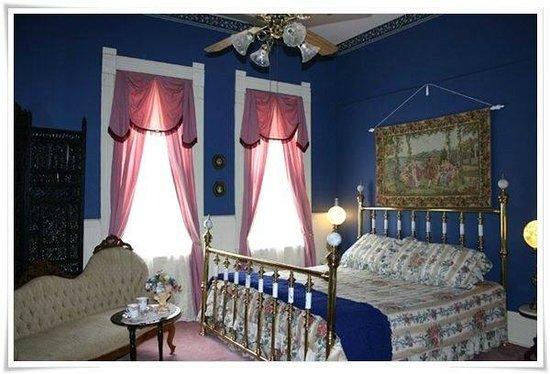 Falcon Manor B & B at Falcon Rest: Honeymoon Suite