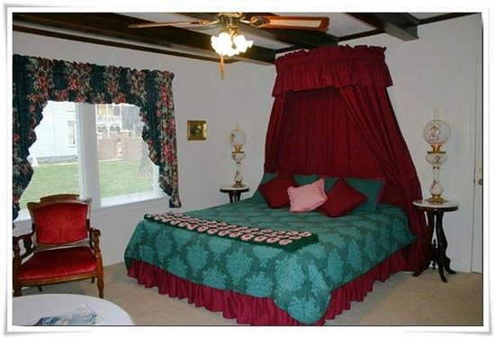 Falcon Manor Bed and Breakfast : Manager's Suite