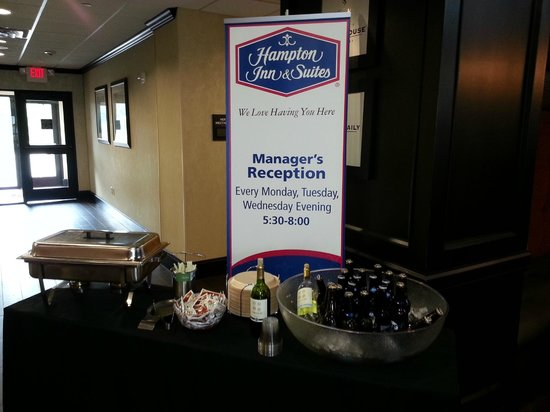 Hampton Inn & Suites Bay City : Managers Reception