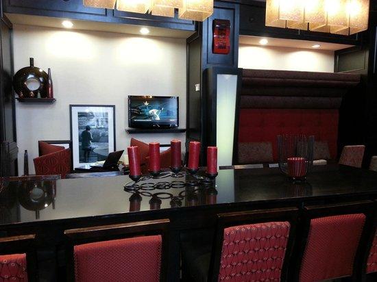 Hampton Inn & Suites Bay City: Lobby