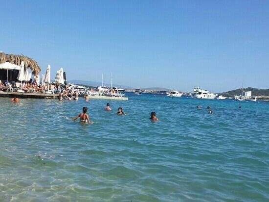Paparazzi Beach Club: Blick in die Bucht