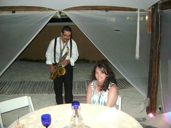 Casitas: sax player