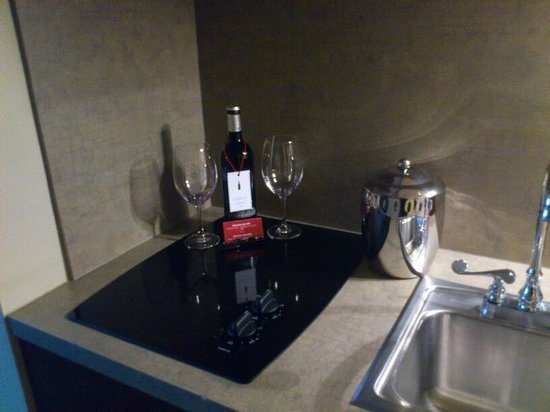 Le Saint-Sulpice: Stovetop and Wine