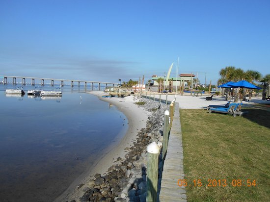 Best Western Navarre Waterfront: The Beach