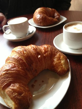Karen Donatelli Bakery and Cafe: Warm croissants and cappuccino