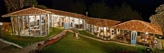 Dantica Cloud Forest Lodge : Gallery, reception and Restaurant Le Tapir