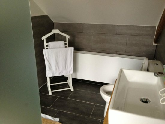 The Townhouse: Beautifully appointed bathroom
