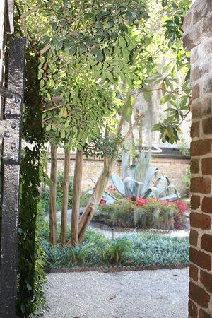 Juliette Gordon Low's Birthplace: garden