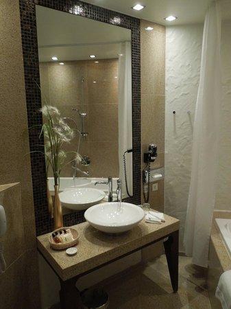 Savoy Boutique Hotel: ванная комната