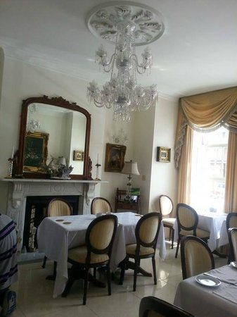 Blarney Stone Guesthouse: light and airy dining area/study