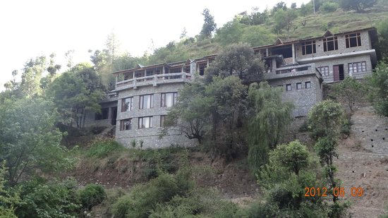 Himalayan Paradise Hotel: hotel as seen from outside