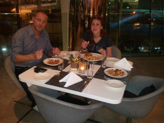 آلوفت أبو ظبي: Cena al ristorante
