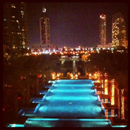 The Palace Downtown Dubai: Swimming Pool
