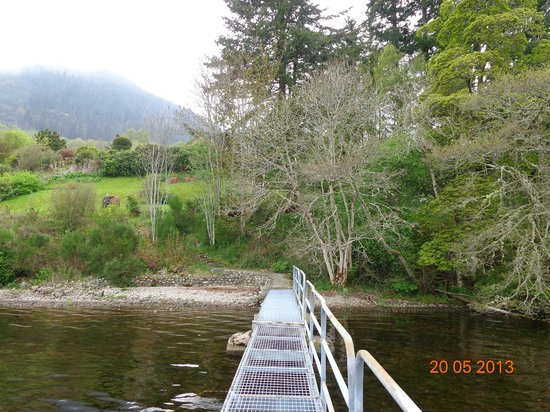 Tigh Na Bruach: View from the pontoon up to the house and garden