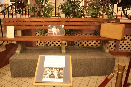 Savannah Visitors Center: The bench where Forrest Gump sat in the movie. ( in museum)