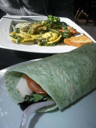 Chef's Hat Cafe: Vegetable basil ravioli and veggie wrap