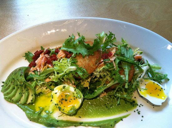Lulu's Bistro: Splendid Fried Green Tomato, Salmon, Egg on a Bed of Lettuce