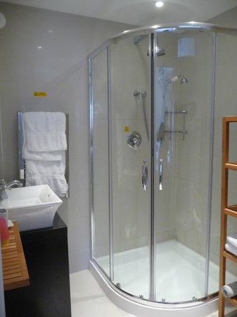 The Gardens Guest House : la salle de bain -2