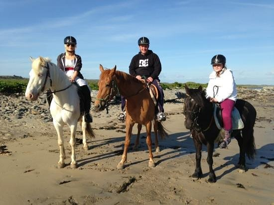 Purecamping: Trek to beach with Carmens horse riding