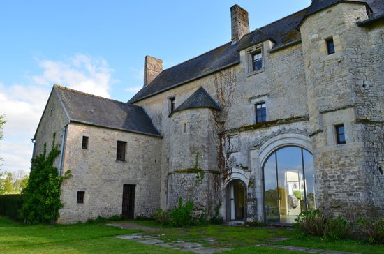 Manoir du Quesnay: Back View of Main Manor