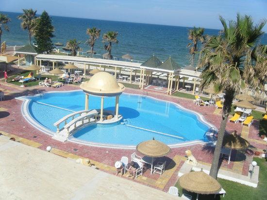 El Hana Palace Caruso Hotel: Pool area