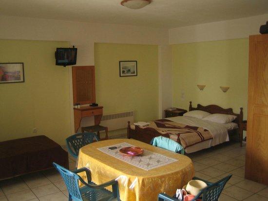 Sunset Hotel & Apartments: Interior Apartment