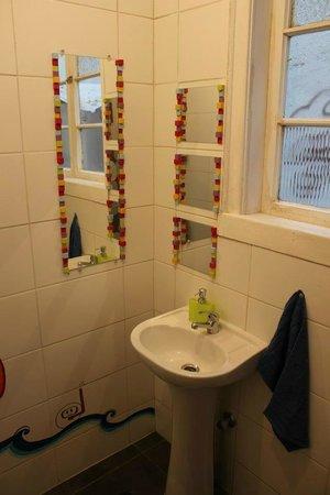 Hostal Po: Bathroom