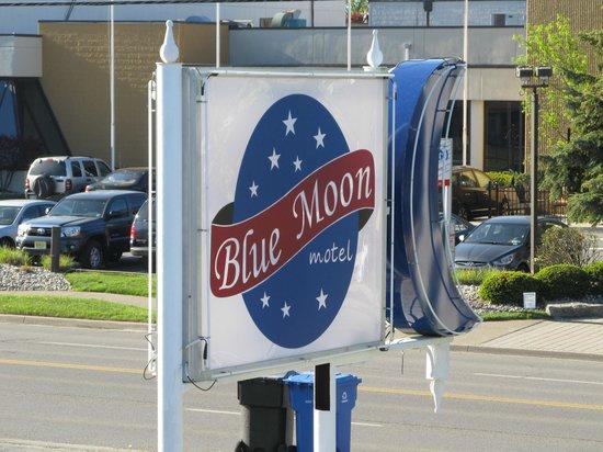 Blue Moon Motel: Blue Moon