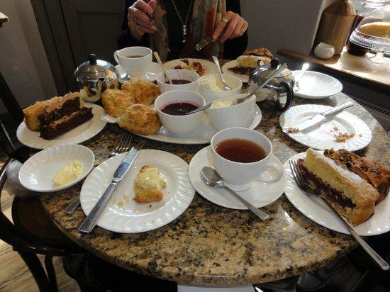 Barton's Tea Rooms: fantastic sweet experience