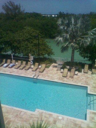 The Holiday Inn Express & Suites Marathon: Piscina del hotel