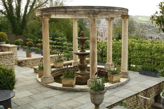 Tasburgh House Hotel Ltd: Hotel garden area