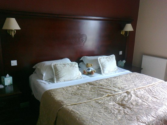 The Crown Spa Hotel: room with guest already in