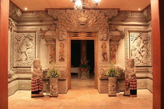 The Royal Pita Maha: restaurant entrance