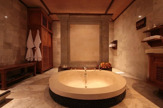 The Royal Pita Maha: The bathroom with a bath and a shower