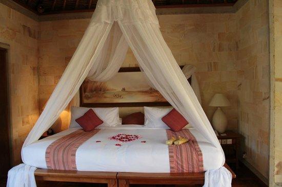 The Royal Pita Maha: the huge bed