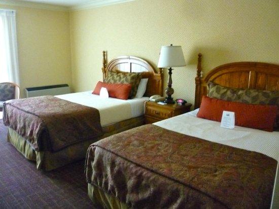 Lombard Motor Inn: Hotel room