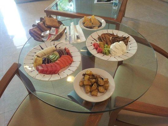 Aventura Mexicana: Breakfast - room service