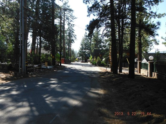 Lagonita Lodge : street lodge is on where we took a walk.