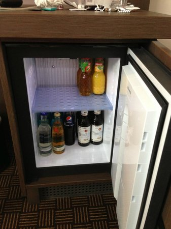 IntercityHotel Bonn: STOCKED REFRIGERATOR
