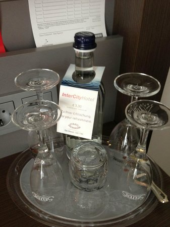 IntercityHotel Bonn: WATER FOR A FEE