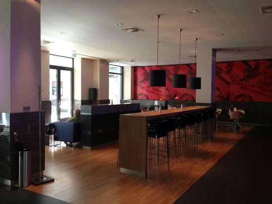 IntercityHotel Bonn: RESTAURANT AND BAR