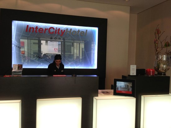 IntercityHotel Bonn : FRONT DESK