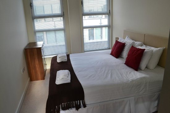 Portland Brown | Lambs Passage : Bedroom