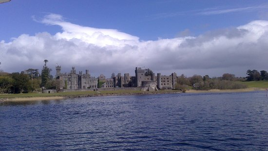 The Lodge at Ashford Castle: Champagne arrival!