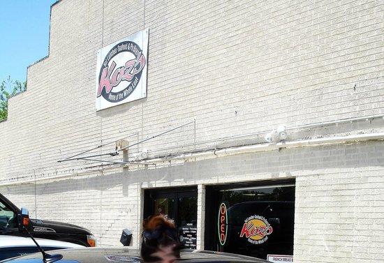 Koz's Restaurant : Front entrance to Koz's. Limited parking
